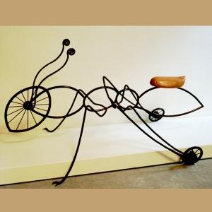 פסל אופניים של הפסל ישראל פרימו