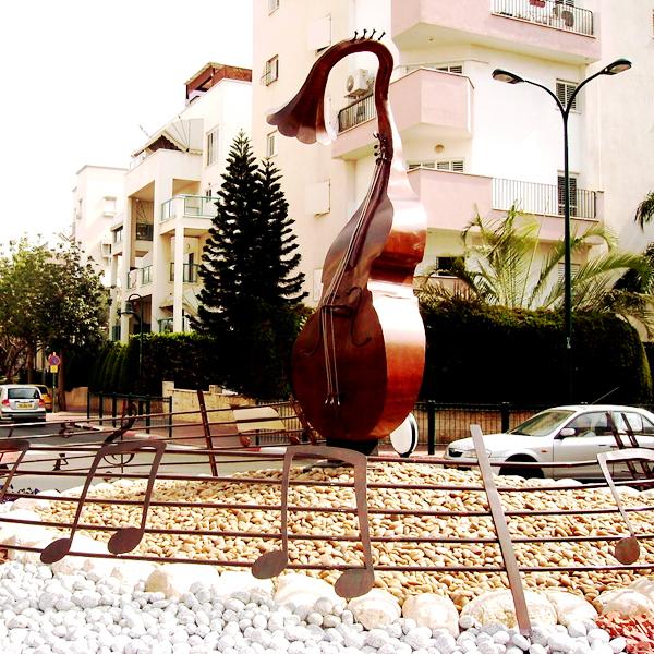 פסל שי ישראל פרימו בפתח תקוה